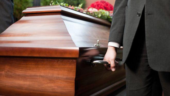 _103265243_coffin